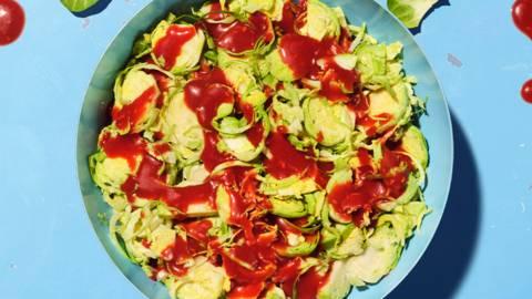 Salade de choux de Bruxelles et sauce à la framboise