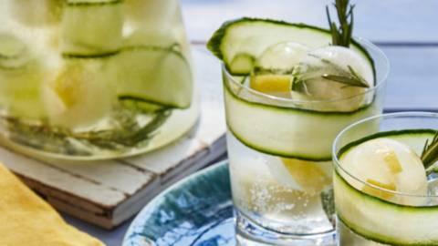 Limonade de concombres au romarin