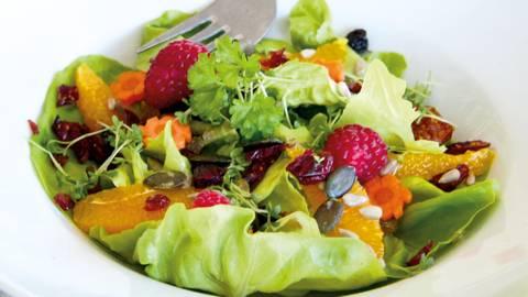 Salade estivale végane et sauce au citron