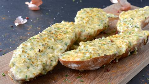 Baguette gratinée au fromage