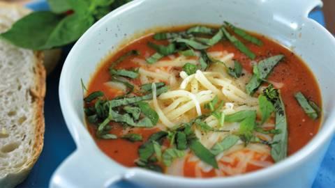 Soupe au pain et à la tomate alla caprese Soupe