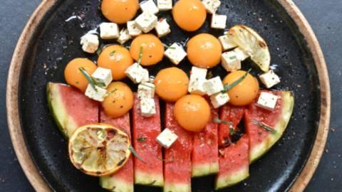 Salade grillée melon - pastèque - fromage du berger