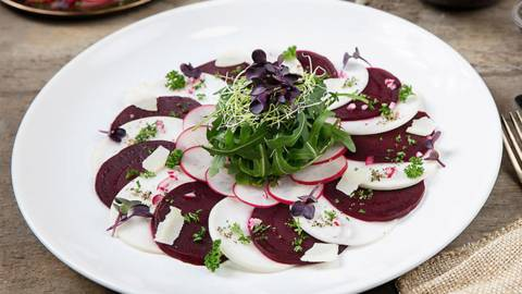 Carpaccio de betteraves rouges/radis d'hiver