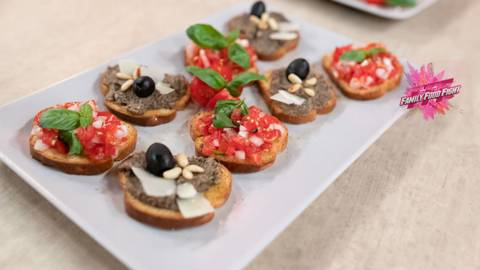 Family Food Fight: Assortiment de bruschetta sur biscottes
