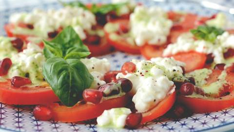 Salade de tomates et de cottage cheese
