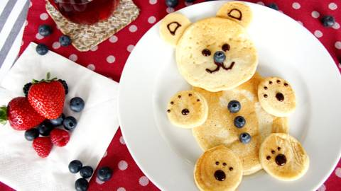 Pancake en forme d'ourson aux fruits frais