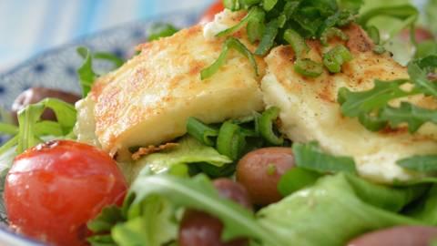 Salade à feta grillée