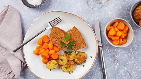 Rôti de viande hachée, pommes de terre et carottes glacées