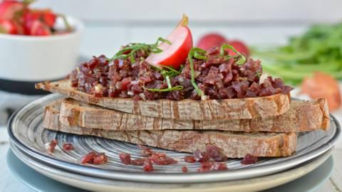 Tartare de pavé de bœuf et pickles de radis