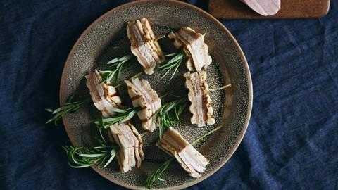 Sandwich amuse-bouche à la saucisse de Lyon et au fromage