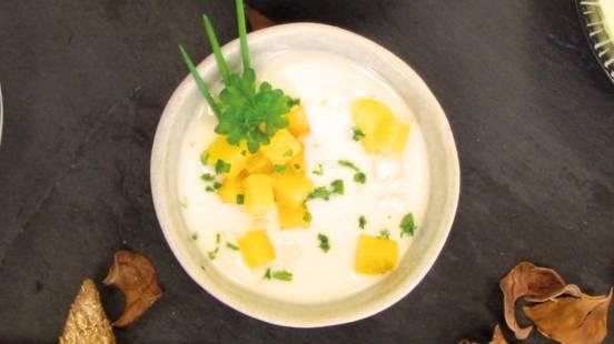 Sauce à la mangue et aux herbes