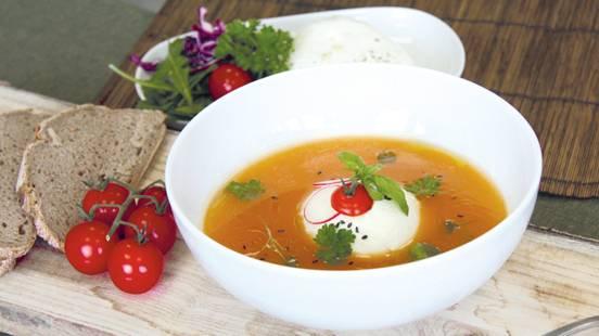Soupe de poivrons à la burrata