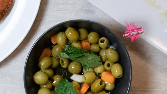 Family Food Fight: Olives assaisonnées