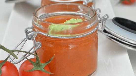 Soupe de tomates glacée et quenelles au basilic