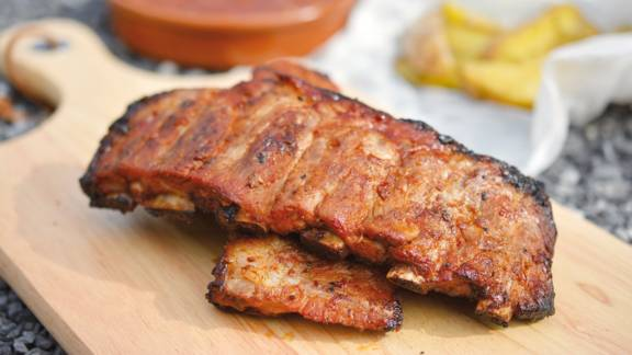 Travers de porc aux pommes de terre cowboy