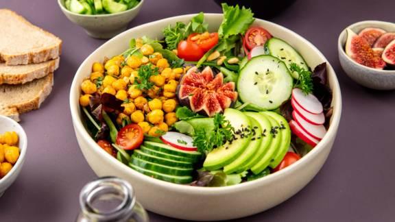 Salade végane à l'huile de pépins de courge