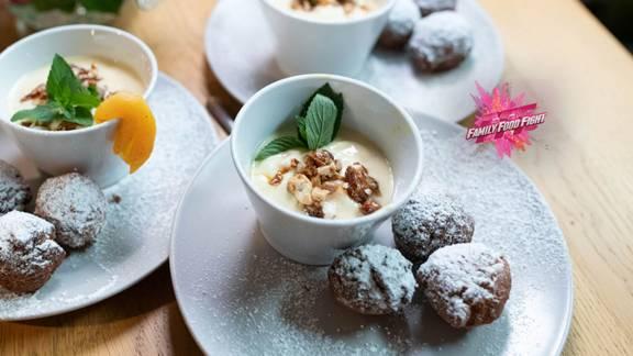 Family Food Fight: Boulettes à la noix de coco et crème fruitée