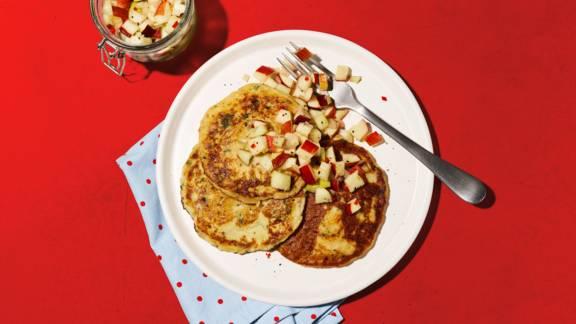 Pancakes aux pommes de terre avec sauce aux pommes