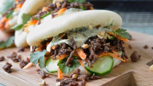 Bao burger avec quartiers de patate douce