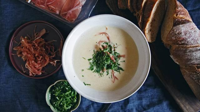 Soupe au riesling et au jambon cru des Grisons