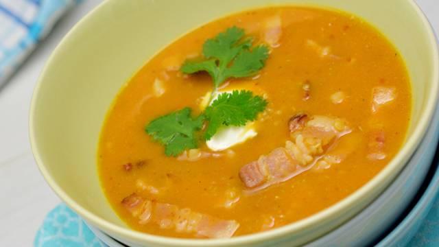 Soupe au quinoa, à la patate douce et au lard