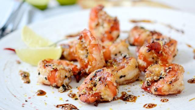 Crevettes géantes grillées dans leur sauce au sésame