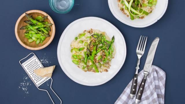 Risotto aux asperges vertes avec graines de tournesol caramélisées et Grana Padano