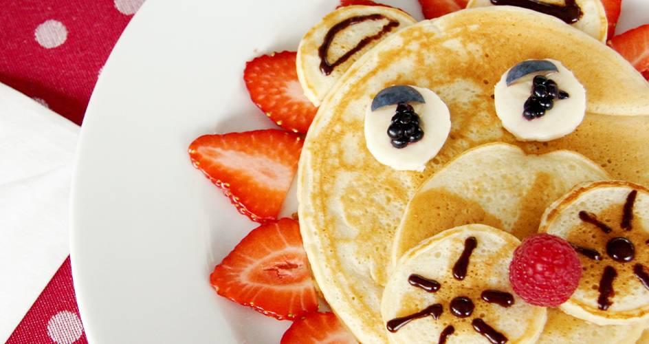 Pancake en forme de lion aux fruits frais