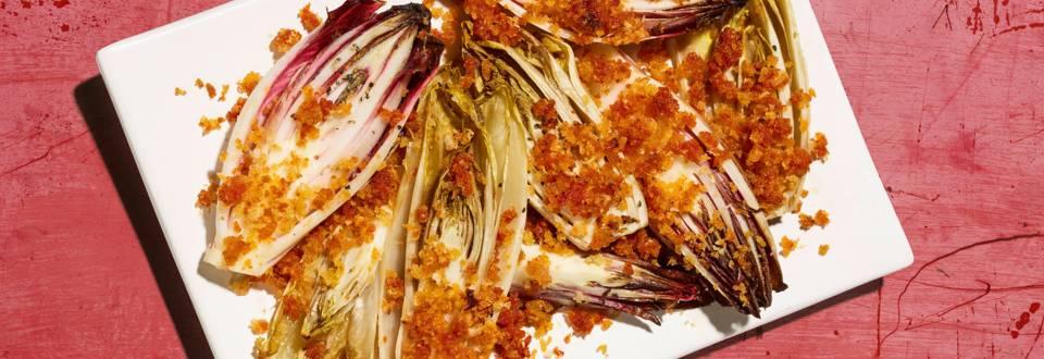 Endives braisées avec chapelure dorée à la tomate