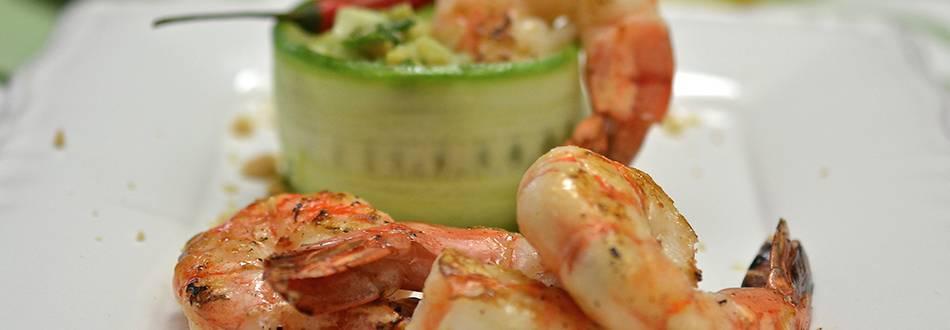 Crevettes géantes et salade pomme-concombre-avocat