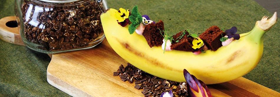 Brownie et banane fourrée à la crème de séré aux fraises