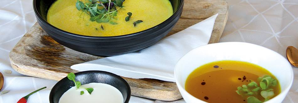 Soupe d'automne à la courge et au curry