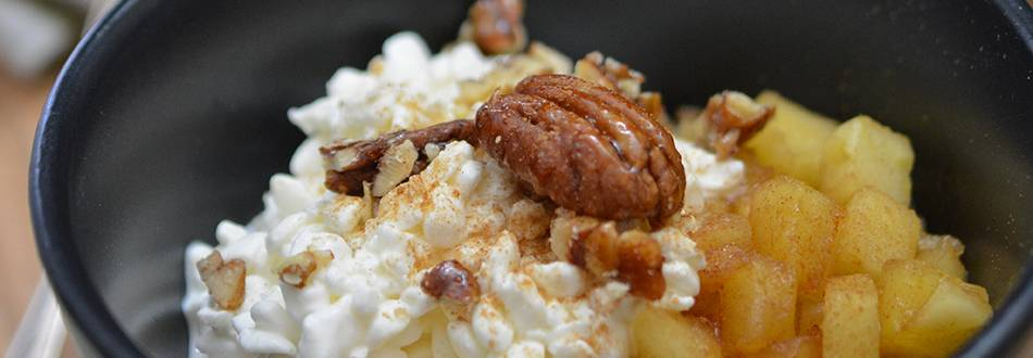 Petit-déjeuner vitalité «cottage cheese aux pommes et à la cannelle»