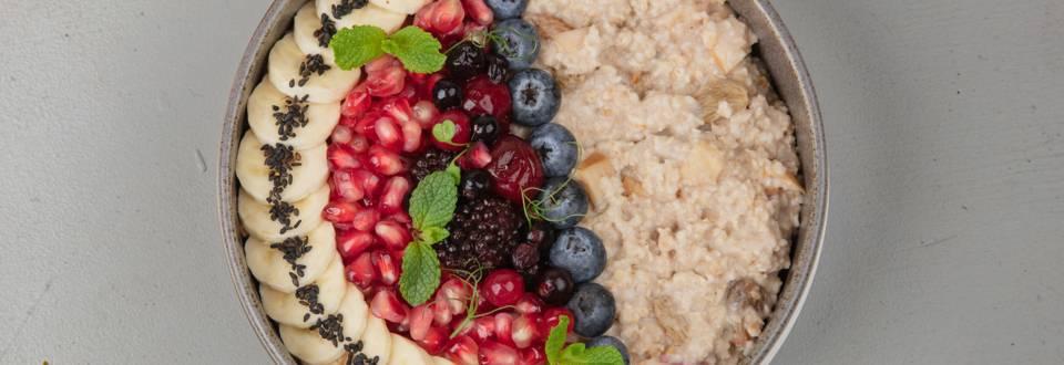 Porridge pomme-cannelle aux fruits