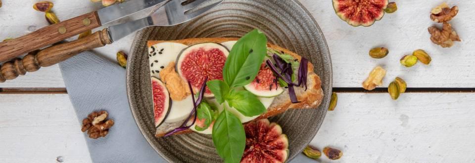 Baguette végane à la figue et à la mozzarella
