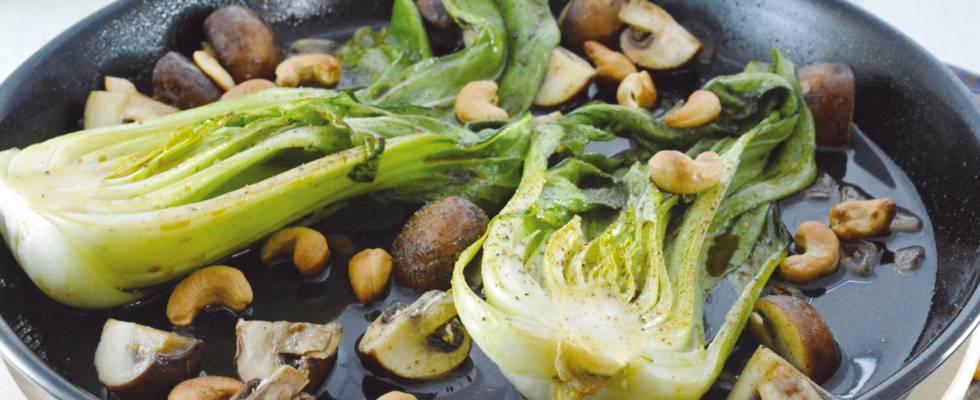 Bok choy mariné aux champignons et noix de cajou
