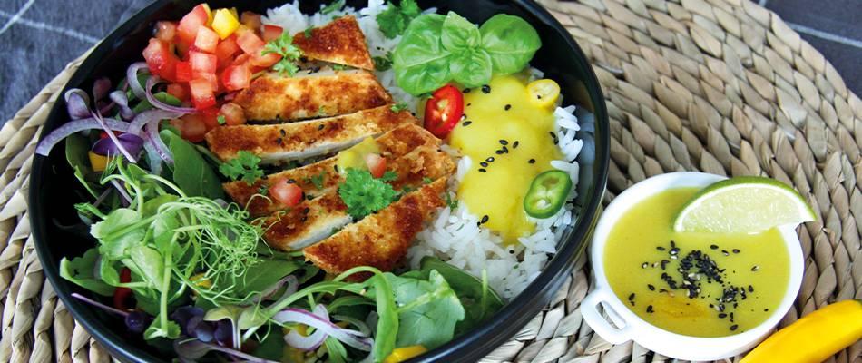 Escalope de tofu végane avec roquette et sauce au curry